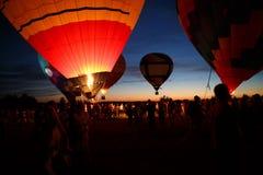 Gorące powietrze szybko się zwiększać festiwal w Pereslavl-Zalessky, Yaroslavl Oblast nocy latanie w 16 2016 Lipu Zdjęcie Stock