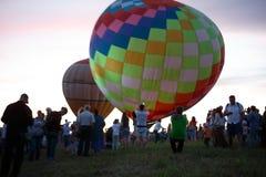 Gorące powietrze szybko się zwiększać festiwal w Pereslavl-Zalessky, Yaroslavl Oblast nocy latanie w 16 2016 Lipu Obraz Royalty Free
