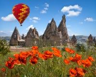 Gorące powietrze szybko się zwiększać latanie nad Cappadocia, Turcja zdjęcia royalty free