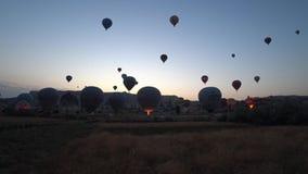 Gorące powietrze szybko się zwiększać wydźwignięcie w powietrzu w Cappadocia, Turcja zbiory wideo