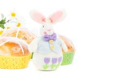 Gorące przecinające babeczki z Easter królikiem Obraz Stock