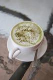 Gorące zielone herbaty w białym kubku Obrazy Royalty Free