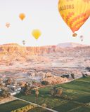 Gorącego powietrza ballon nad Luxor zdjęcia royalty free