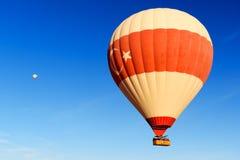 Gorącego powietrza balonowy latanie nad doliną cappadocia indyk Zdjęcia Stock