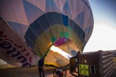Gorącego powietrza balonowy przygotowywający zdejmował obraz stock