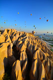 Gorącego Powietrza latania balonem krajobraz w Goreme Cappadocia Indyczy Asia, środkowy wschód, indyk, turecki, cappadocia, capad zdjęcia royalty free