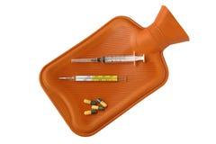 Gorącej wody torba i grypowy lekarstwo Zdjęcia Stock