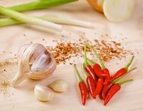 Gorący chili pieprze z czosnkiem i scallion Zdjęcia Royalty Free
