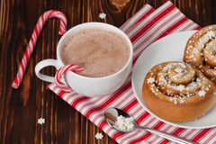 gorący czekoladowy napój Cynamonów zawijasy Boże Narodzenia Obrazy Stock