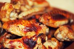 Gorący i korzenni bizonu stylu kurczaka skrzydła Obrazy Royalty Free