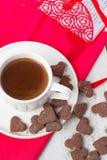 Gorący kakao i ciastek serca Selekcyjna ostrość Zdjęcia Stock
