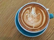Gorący latte z latte sztuką Zdjęcie Royalty Free