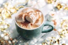 Gorący napój z marshmallows i czekoladą Obrazy Stock