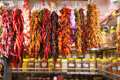 Gorący pieprz i czosnek przy rynkiem Obraz Stock