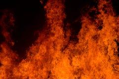 Gorący pożarniczy palenie w noc ogródzie Obraz Stock