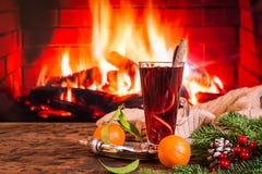 Gorący rozmyślający wino w szkle Fotografia Stock