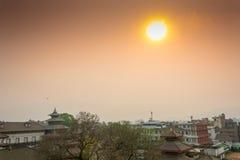 Gorący słońce nad miastem na Marzec 25, 2018 w Kathmandu, Nepal Obrazy Royalty Free