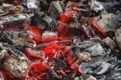 Gorący węgle drzewni w grillu Zdjęcie Royalty Free