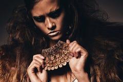 Gorąca agresywna kobieta z akcesorium Fotografia Royalty Free