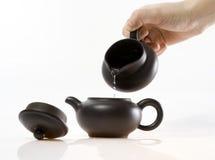 gorąca dolewania teapot woda Fotografia Stock
