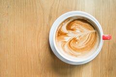 Gorąca Kawowa sztuka na drewno stole Zdjęcie Stock