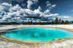 Gorąca woda naturalny basen w Yellowstone NP Zdjęcie Stock