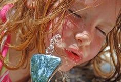 - gorące dziewczynie drinka thristy Fotografia Stock