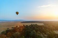 Gorące powietrze balon w Afryka Zdjęcia Royalty Free