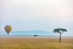 Gorące powietrze balon w Afryka Obrazy Stock