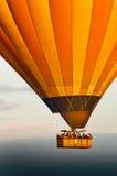 Gorące powietrze balon w niebie w Cappadocia Obrazy Royalty Free