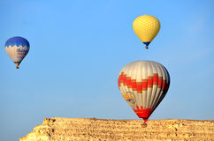 Gorące powietrze balonu komarnica nad Cappadocia Zdjęcia Royalty Free
