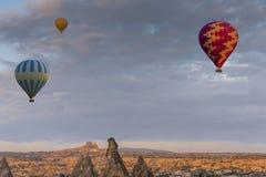 Gorącego powietrza balonowy latanie nad Cappadocia, Turcja Obraz Royalty Free