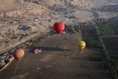 gorący lotniczy latanie balonem Obrazy Stock