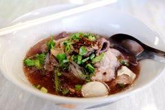Gorący Tajlandzki wieprzowina kluski z korzenny chili Fotografia Stock