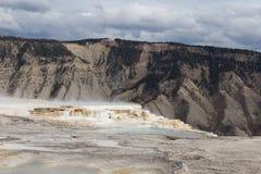 gorący zwany syberyjskim ekspresem skacze park narodowy Yellowstone Zdjęcia Royalty Free