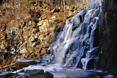 gorbatiy美丽的瀑布 免版税库存照片