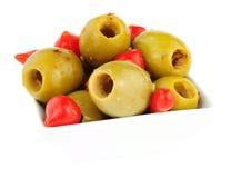 Gordal oliv med söta Piquante chilipeppar Royaltyfria Bilder