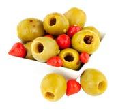 Gordal oliv med söta Piquante chilipeppar Arkivfoto