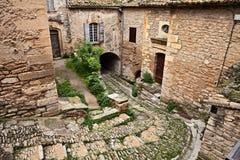 Gordes, Воклюз, Провансаль, Франция: старый переулок в старой кудели стоковое фото rf