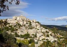 Gordes Деревня на горе стоковые изображения rf