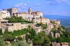 Gordes, eine mittelalterliche Hügelstadt in Provence, Frankreich stockbilder