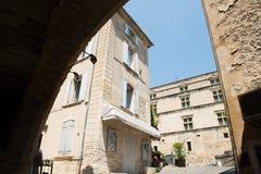 Gordes gata, Luberon, Provence, Frankrike, uppsättning av en film Arkivbild