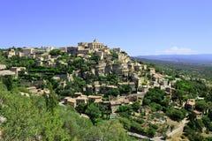 Gordes by på rockkullen. Luberon Provence. Arkivfoton
