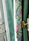 Gordijn en deurknop Stock Foto