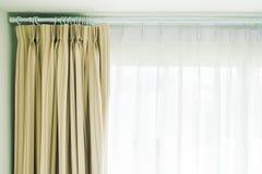 Gordijn en venster stock afbeelding