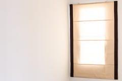 Gordijn om zonlicht te verbergen stock foto