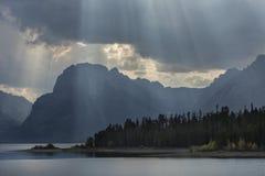 Gordijn van zonstralen over Teton-Bergen, Jackson Hole, Wyoming stock afbeeldingen