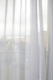 Gordijnen in het venster royalty-vrije stock afbeeldingen