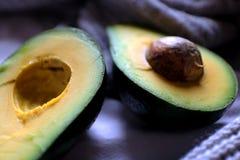 Gorduras saudáveis - abacate aberto Imagens de Stock