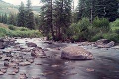 Gore Creek en Vail, Colorado Fotos de archivo libres de regalías